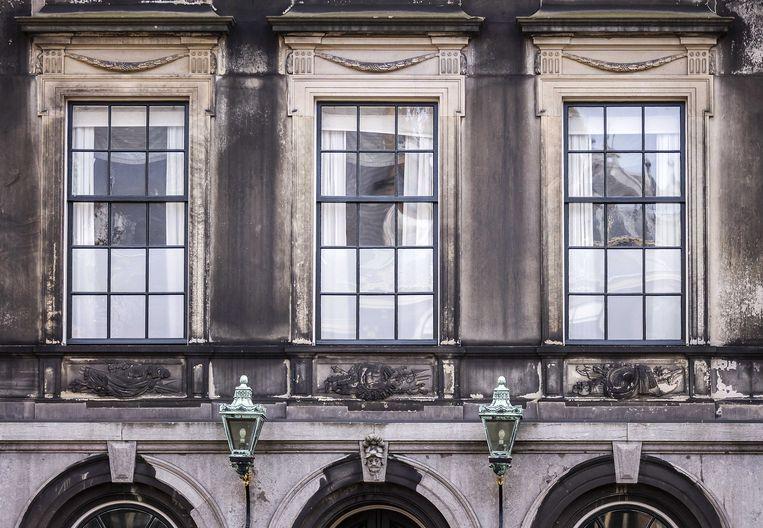 De Stadhouderskamer op het Binnenhof, waar normaal de formatiegesprekken plaatsvinden, staat voorlopig nog leeg. De formatie is volledig vastgelopen.  Beeld ANP/Remko de Waal
