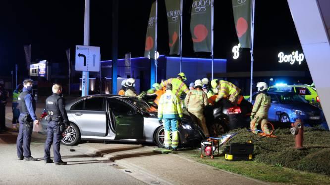 """Rijbewijzen ingetrokken na zwaar ongeval op Albrechtlaan: """"Bestuurder in Mercedes geen onbekende voor gerecht"""""""