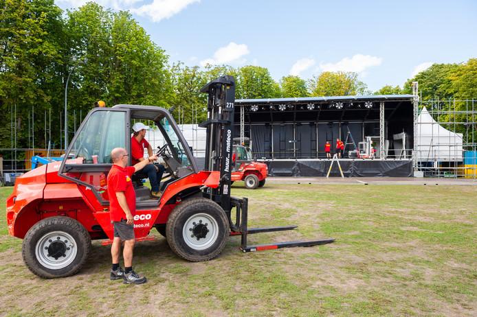 Inclusief op- en afbouw is het Exercitieveld iedere zomer bijna drie weken in gebruik door de evenementenorganisatie van de Woerdense Vakantieweek.