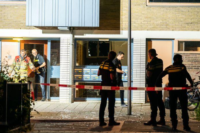 Hulpdiensten rond de Alexander de Grotelaan in het Utrechtse Kanaleneiland na de explosie.