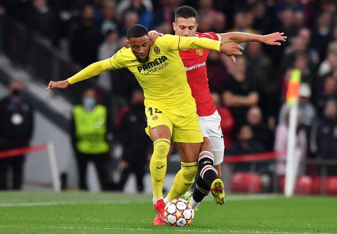 Danjuma in actie tegen Manchester United.