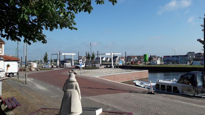 Stichting Café de Liefde had aanvankelijk haar zinnen gezet op een plekje aan de Havendam, direct naast de ophaalbrug. Dat zagen omwonenden echter niet zitten.
