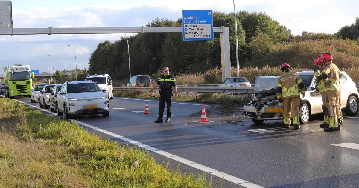 Gewonde bij botsing op N261 bij Waalwijk.