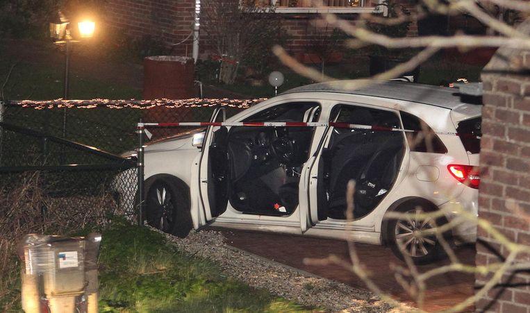 De beschoten auto van Chahid Yakhlaf en zijn broer en vriend. Beeld anp