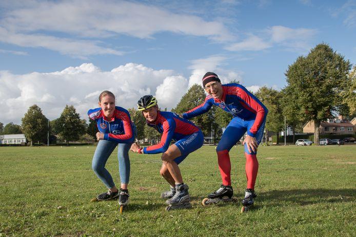 Voorzitter Herman Vermeer van schaatsvereniging Viking (rechts) is bijzonder content met de skeelerbaan. De leden staan te popelen om hier aan de Parkweg te trainen.