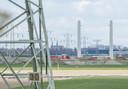Naast de bestaande 380kV-lijn van vakwerkmasten, verrijst een tweede 380kV-lijn met wintrackmasten. Alleen bij Krabbendijke gaat de oude lijn over een jaar of tien voor vijf kilometer onder de grond.