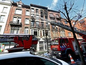 Hevige brand in Anderlecht: brandweer waakt hele nacht over getroffen gebouw, gemeente vangt 14 families op in hotels