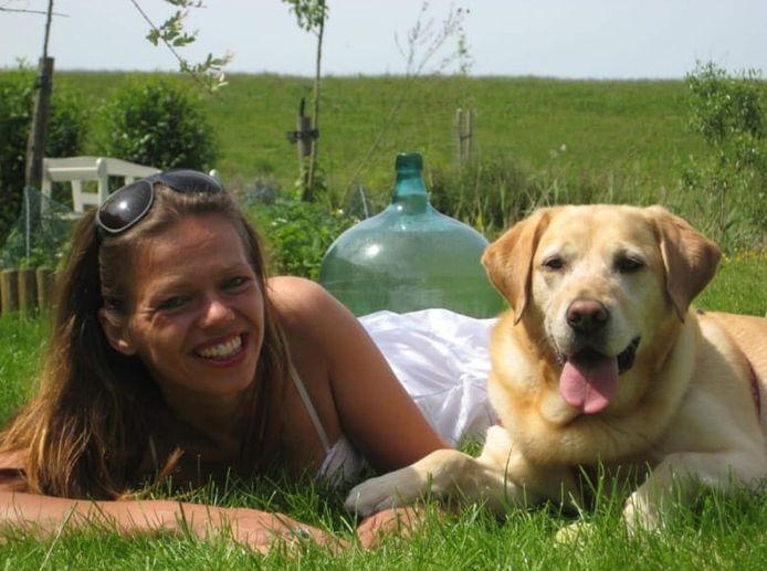 Marleen Poldervaart in haar tuin op Tiengemeten.