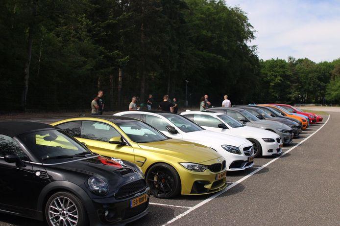 De parkeerplaats op de JC Wilslaan in Apeldoorn maandagmiddag.