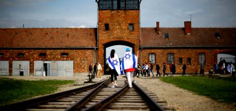 Auschwitz roept 'Instagrammende' bezoekers tot de orde