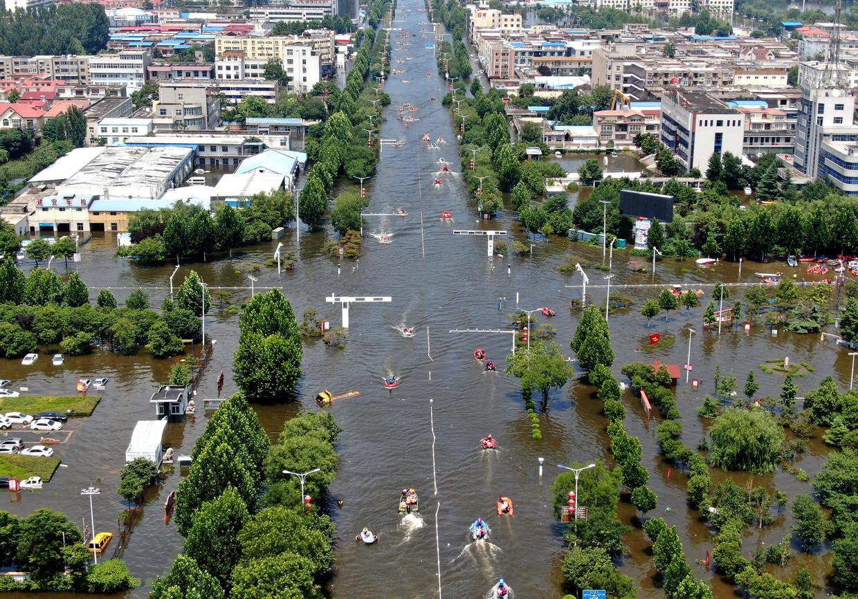 Overstroming in het Chinese Weihui, maandag 26 juli 2021. Beeld AP