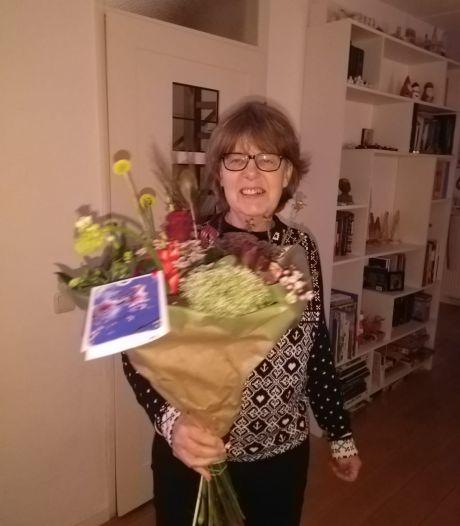 Jeanne Verdijk krijgt Overbetuwse vrijwilligersprijs Toonbeeld voor haar werk bij het gehandicapten Platform