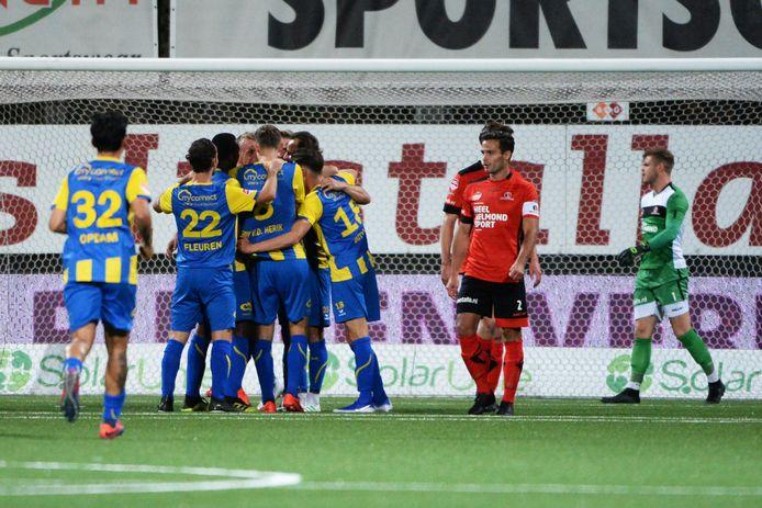 Helmond Sport-aanvoerder Guus Joppen baalt van de 0-2 van TOP Oss.