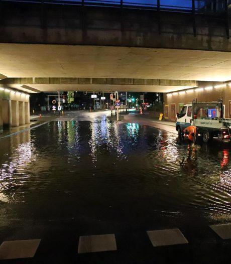 Ondergelopen tunnels na hevige regenval in Den Haag