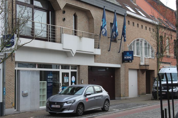De KBC op het Maarten Steyaertplein in Zomergem.
