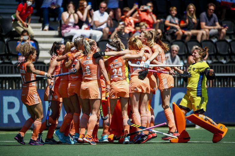 Spelers van Nederland vieren het kampioenschap tijdens de finale van het EK Hockey. Beeld ANP