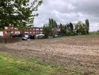 """Bouw van twintig nieuwe woningen achter Boudewijnpark maakt buurtbewoners bezorgd: """"Verdere betonnering gaat voor meer wateroverlast zorgen"""""""
