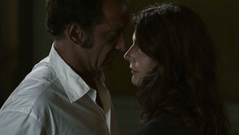 Vincent Landon en Chiara Mastroianni in les Salauds. Beeld null