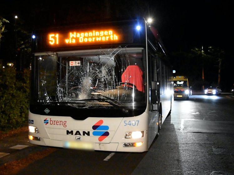 Crash met lijnbus in Oosterbeek: fietsster raakt gewond