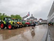Veel kabaal bij boerenprotest in Apeldoorn, digitale raadsvergadering begint later