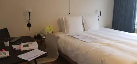 Annemarie gaat viraal nadat ze in hotel zit op kosten van verbouwende buurman