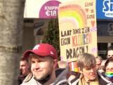 Honderden mensen demonstreren voor LHBTI-community na omstreden uitspraken dominee