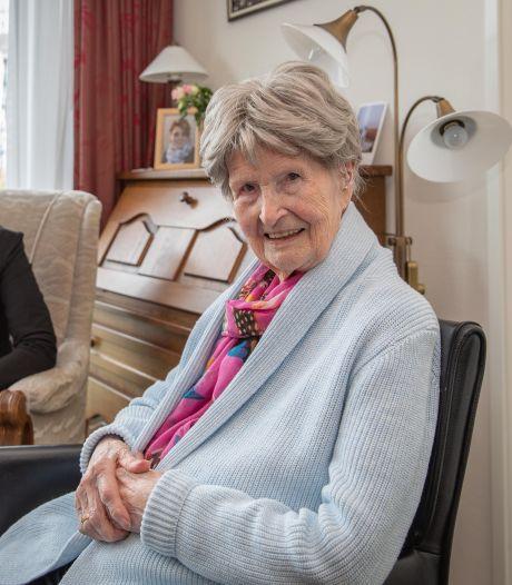 Honderdjarige Apolonia de Winter uit Goes mag nog graag een babbeltje maken