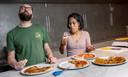 Vincenzo Onnembo (39), pizzachef bij pizzeria nNea Amsterdam en Nikki Corputty (39), office- en salesmanager bij nNeafrozen en liefhebber van Napolitaanse pizza's .