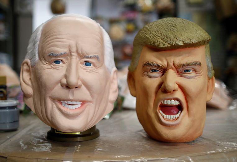 Maskers van president-elect Joe Biden en aftredend president Donald Trump. Beeld REUTERS