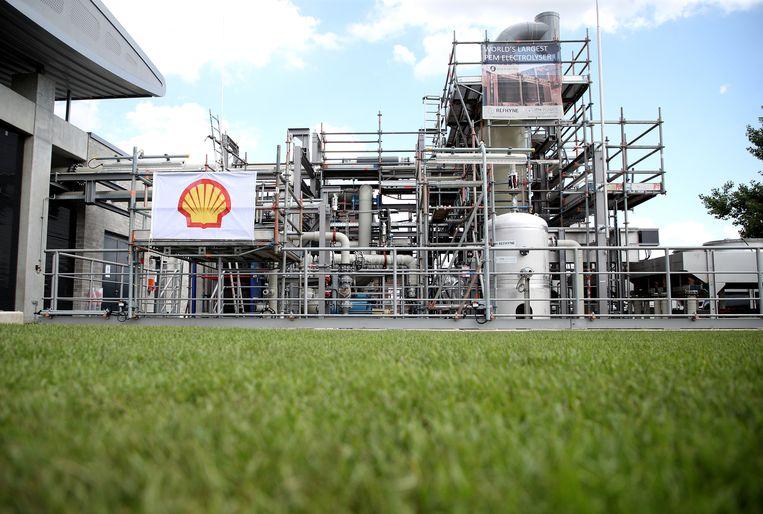 Een onlangs geopende fabriek voor waterstof in Duitsland. Shell ziet waterstof als een van de alternatieven voor fossiele brandstoffen.  Beeld EPA