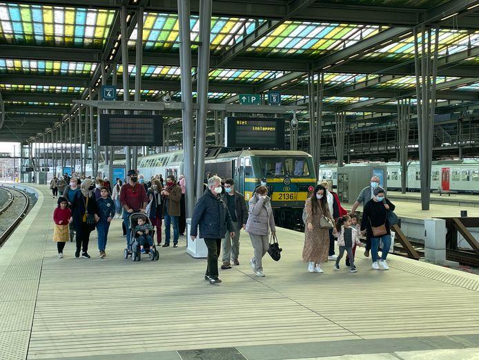 Een beeld van twee weken geleden, toen het onverwacht druk was in het station van Oostende.
