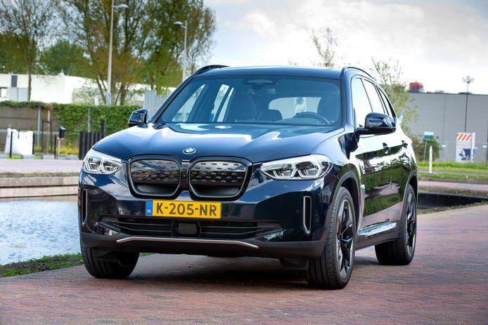 Als elektrische variant van de X3 laat de BMW iX3 nogal wat te wensen over.