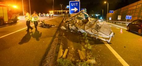 Tesla in de prak, bestuurder gewond bij crash op A28 bij Leusden-Zuid
