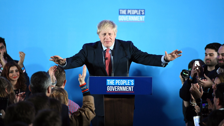 Premier Johnson tijdens zijn overwinningsspeech, vandaag in Londen. Beeld null