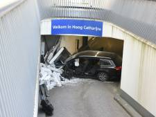 Lunterense automobilist zwaargewond na bizar ongeval bij entree van parkeergarage Hoog Catharijne in Utrecht