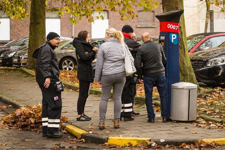 Een lange wachtrij aan de parkeermeter aan het Tempelhof/AZ Sint-Lucas. Dit scenario zouden we vanaf maart niet meer mogen zien in de binnenstad.