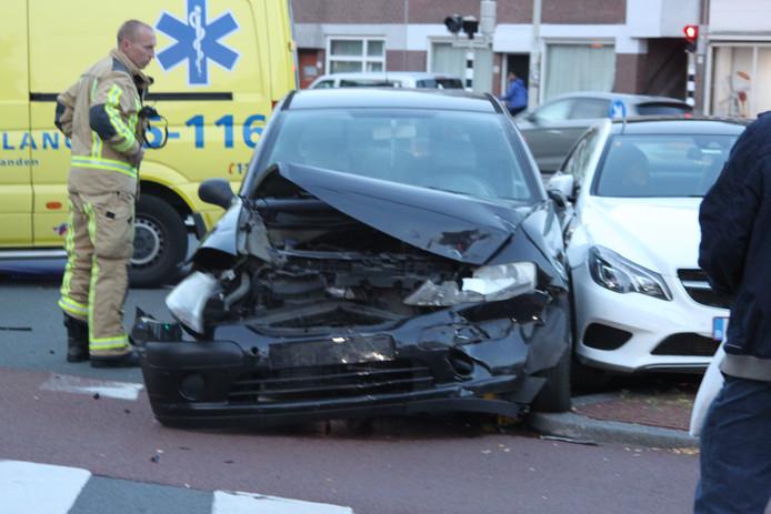 Flinke schade na het ongeluk op de Rijswijkseweg.