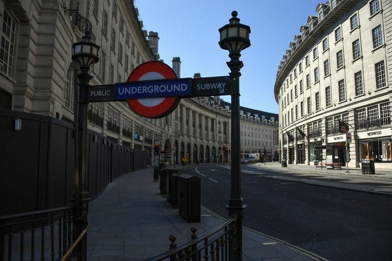De anders zo drukke Regent Street in het centrum van Londen. Beeld AP