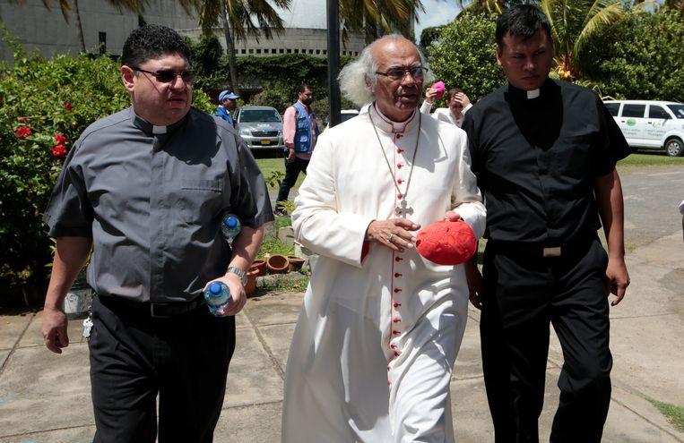 Kardinaal Leopoldo Brenes (midden) was een van de bemiddelaars. Beeld REUTERS