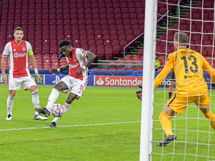 Ajax laat kansen onbenut en verliest van Liverpool