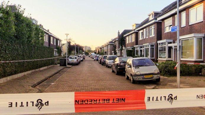 Vrijdagochtend is de Doctor P. van Hoekstraat afgezet met lint. De politie is bezig met een sporenonderzoek.