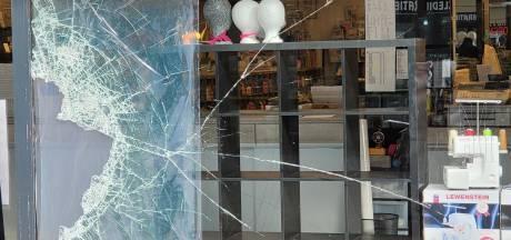 Ruim 30.000 euro schade door 'knullige' inbraak bij naaimachinewinkel in Lelystad: 'Naaistreek!'