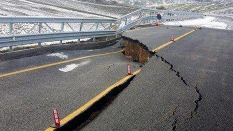 De toestand van de brug ziet er niet al te fraai uit. Beeld kos
