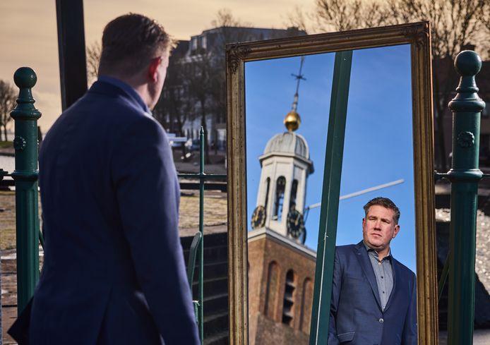 """Marco Jalink is thuis in Hellevoetsluis, de plek waar hij meerdere horecazaken had: ,,Ik zie een zelfverzekerd persoon."""""""