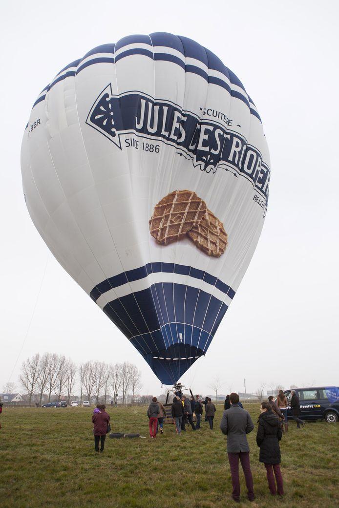 Door koekjes te verkopen, maak je kans om met deze ballon van de grond te gaan.