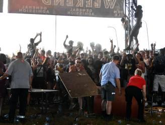 Complete chaos op Vestiville: omstreden festival afgelast, boze bezoekers gooien met bekers en stormen binnen