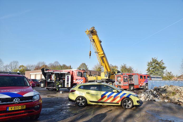 De kraan tilde de container op, waardoor het slachtoffer na drie uur kon worden bevrijd.