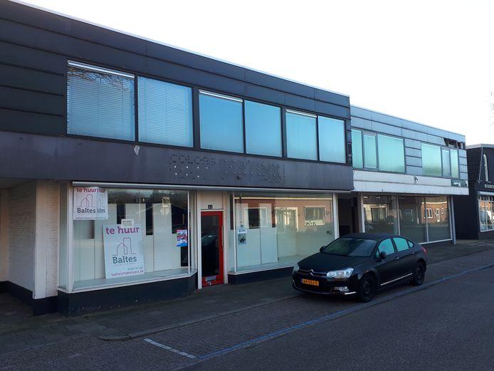 Het al jaren leegstaande winkelpand van Eertink Schilderwerken Verf & Wand is een 'rotte kies' aan de rand van het Nijverdalse winkelhart.