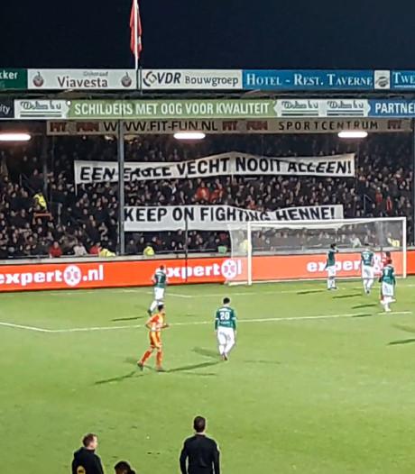 Emotionele steunbetuiging tijdens GA Eagles-FC Dordrecht voor ernstig zieke fan