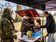 Leo wil meer dan zijn soep delen met de daklozen in Arnhem: 'Boa's denken dat dit een evenement is'